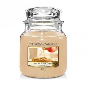 Średnia świeca Freshly Tapped Maple Yankee Candle
