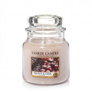 Średnia świeca Ebony & Oak Yankee Candle, z kolekcji Heverest Time od Yankee Candle.