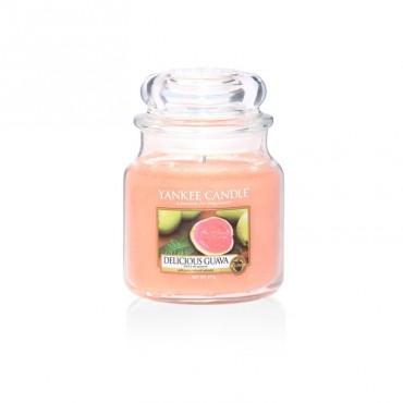 Średnia świeca Delicious Guava Yankee Candle