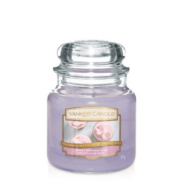 Średnia świeca Sweet Morning Rose Yankee Candle