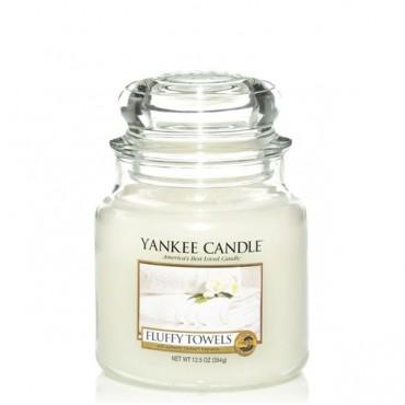Średnia świeca Fluffy Towels Yankee Candle