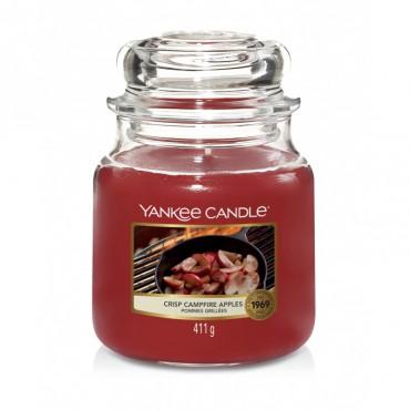 Średnia świeca Crisp Campfire Apples Yankee Candle