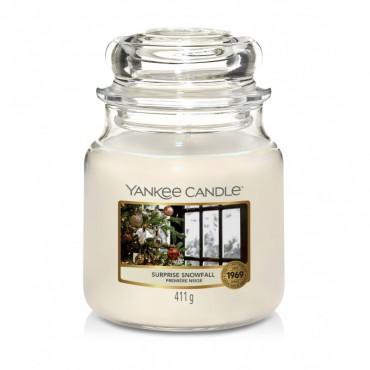 Średnia świeca Surprise Snowfall Yankee Candle