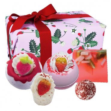 Zestaw upominkowy Strawberry Feels Forever Bomb Cosmetics